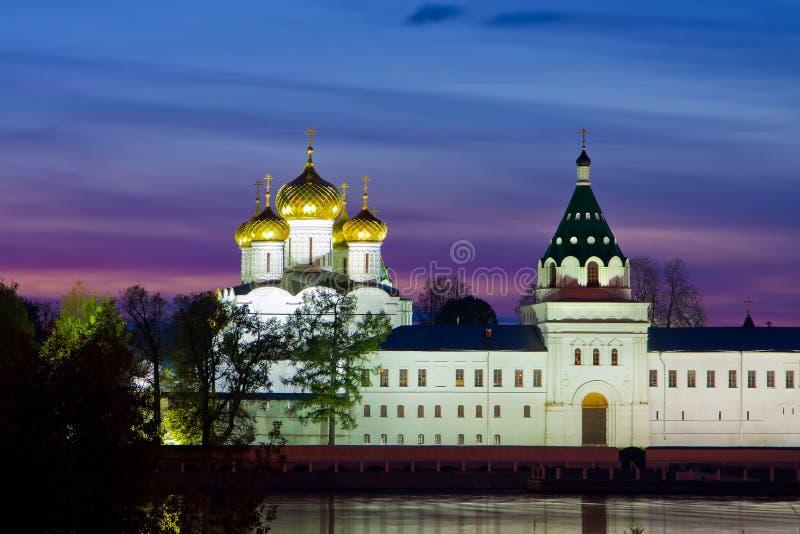 Ipatievsky修道院,在俄国, Kostroma。 晚上 免版税库存图片