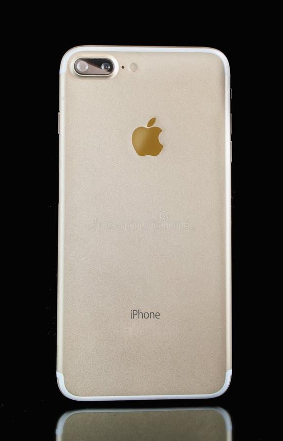Iphone在黑背景的7个加号与反射 免版税图库摄影