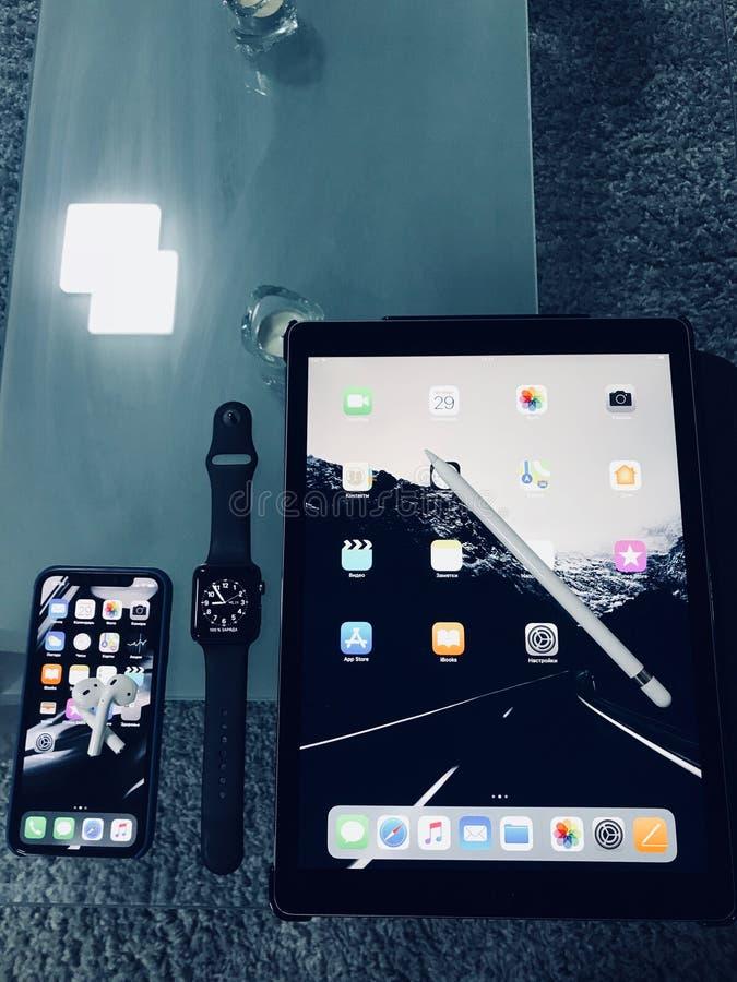 IPhone της Apple, iPad, μολύβι μήλων στοκ φωτογραφία με δικαίωμα ελεύθερης χρήσης