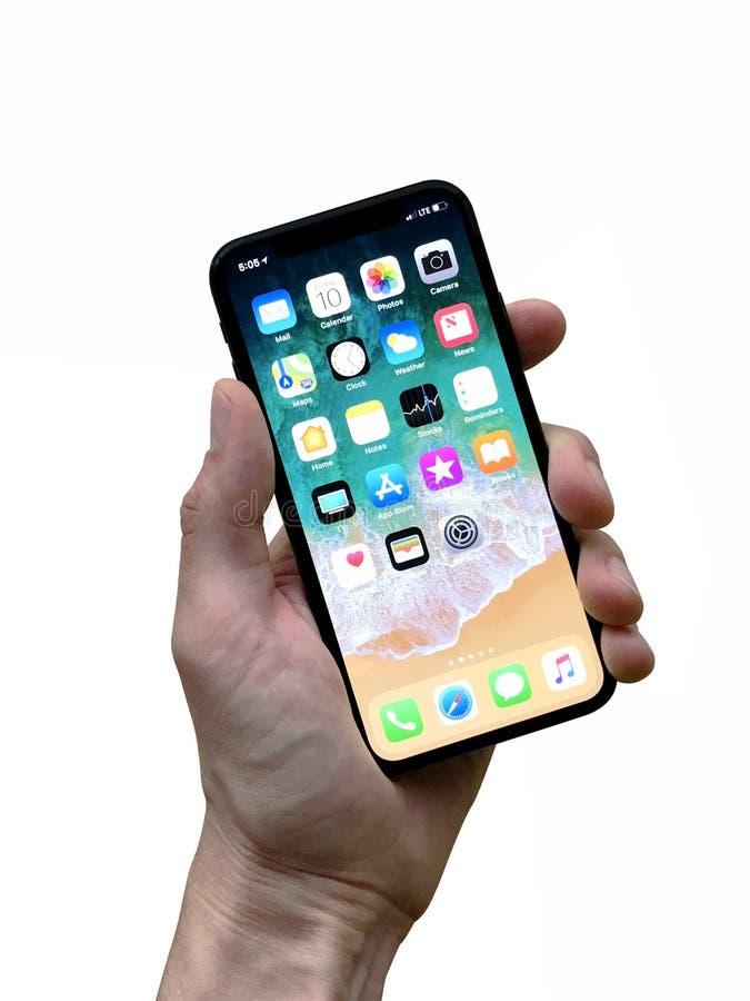 IPhone x замаскированное показывая Homescreen стоковые изображения rf
