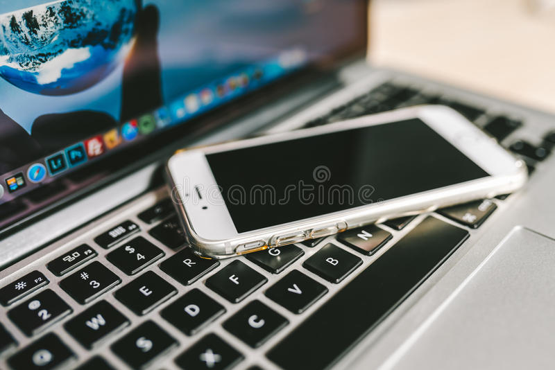 IPhone colocou no teclado fotos de stock royalty free