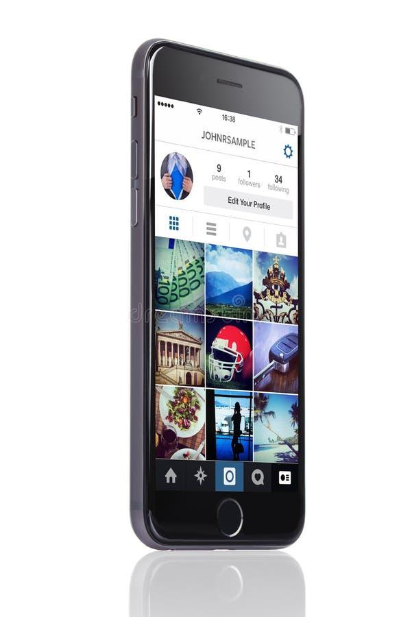 IPhone 6 d'Apple avec le profil d'Instagram sur l'écran photo stock