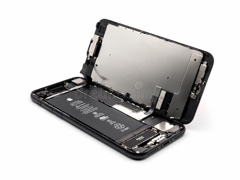 IPhone de Apple 7 componentes mostrando desmontados para dentro imagem de stock