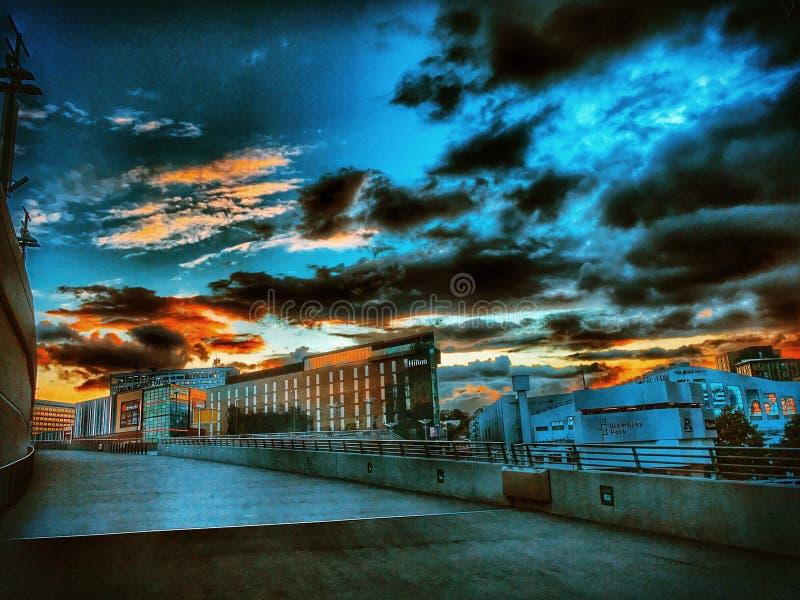 IPhone de la puesta del sol del estadio de Wembley fotografía de archivo libre de regalías