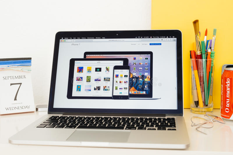 Iphone de présentation 7, ipad pro, imper pro a de site Web d'ordinateurs Apple images stock