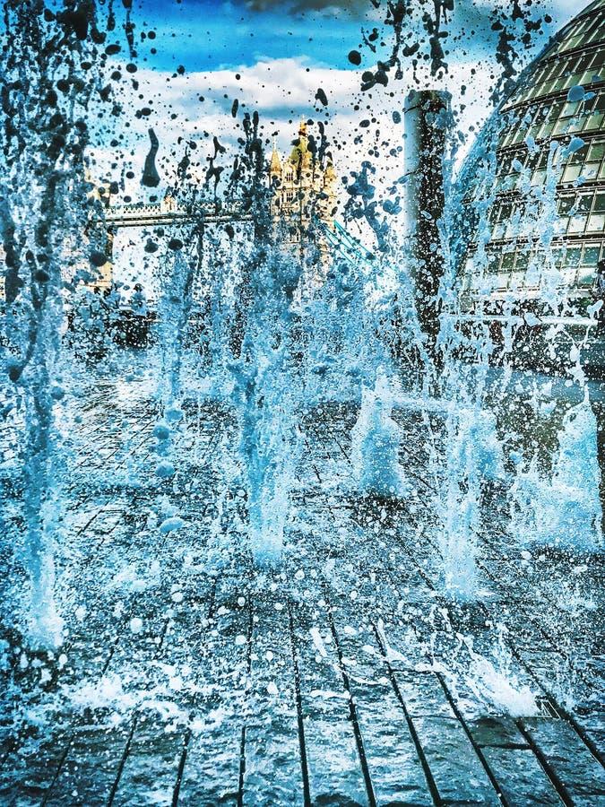 IPhone del foco del puente de Londres del agua foto de archivo libre de regalías