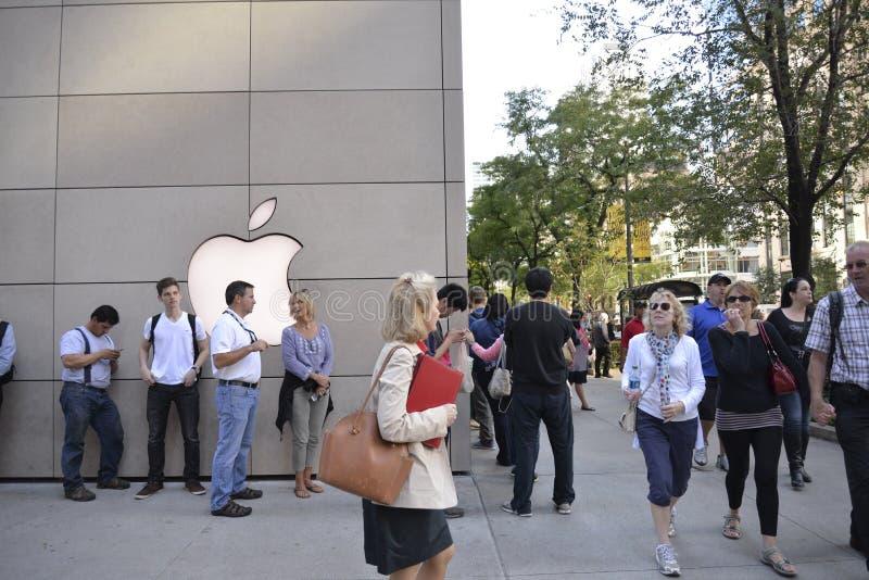 Iphone 6 na loja da maçã, Chicago do centro fotos de stock royalty free
