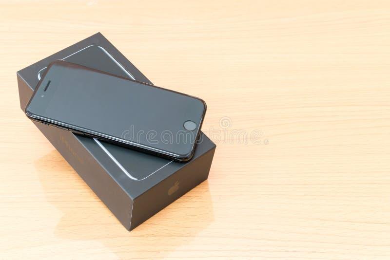 IPhone novo 7 de Apple que unboxing fotos de stock