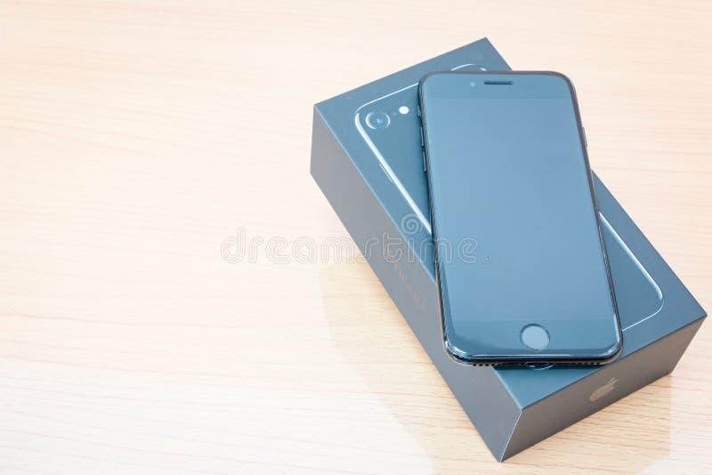 IPhone novo 7 de Apple que unboxing imagem de stock royalty free