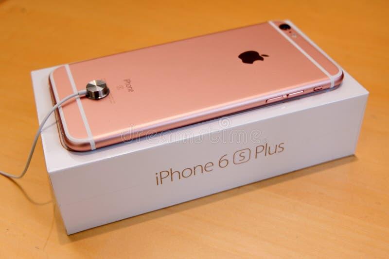 IPhone 6S加上罗斯金面孔下来在零售箱子 库存图片