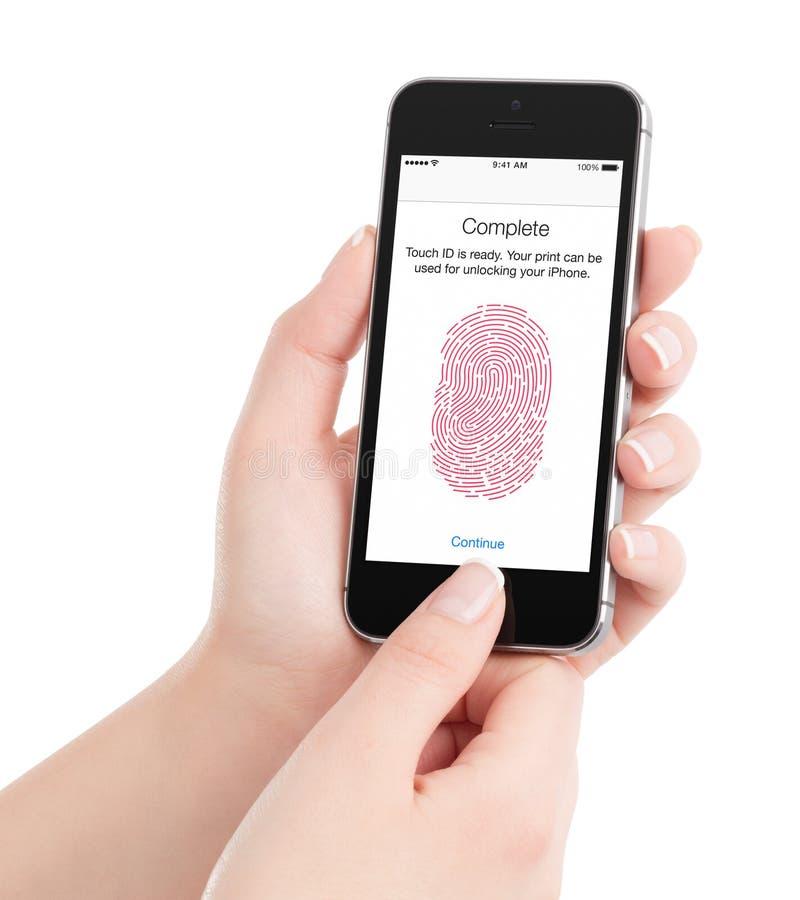 IPhone 5S för Apple utrymmegrå färger med scanning för handlagID-fingeravtryck in arkivbilder