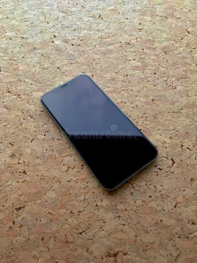 IPhone X sullo scrittorio fotografia stock