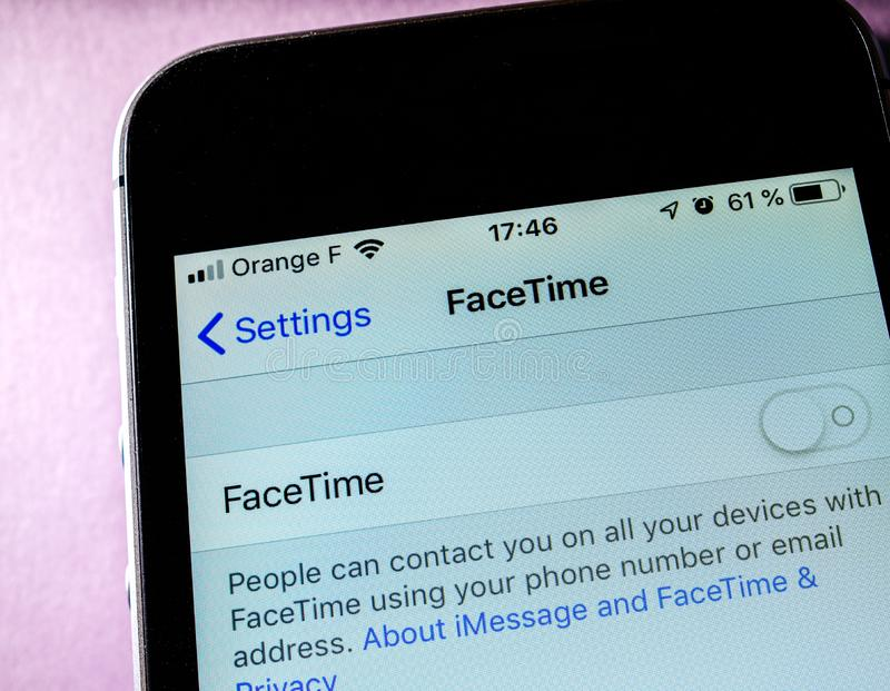 IPhone XS de Apple com FaceTime imagens de stock royalty free