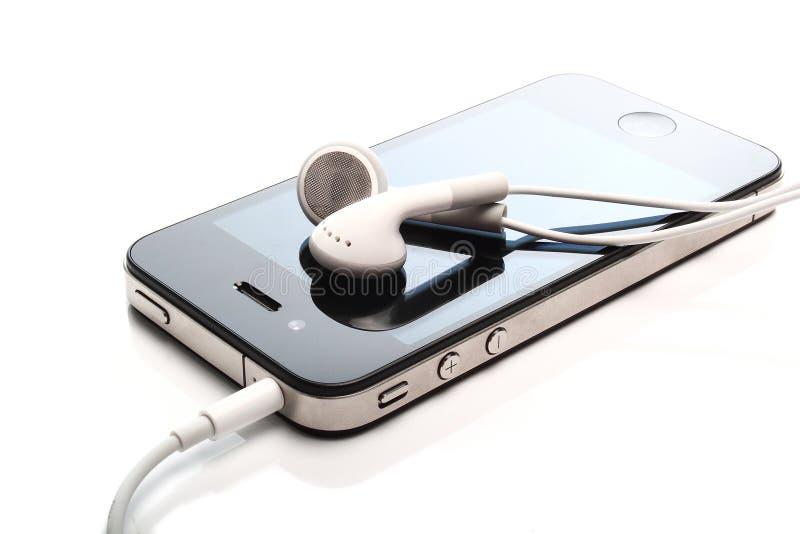 iphonen 4s lyssnar medel royaltyfri fotografi