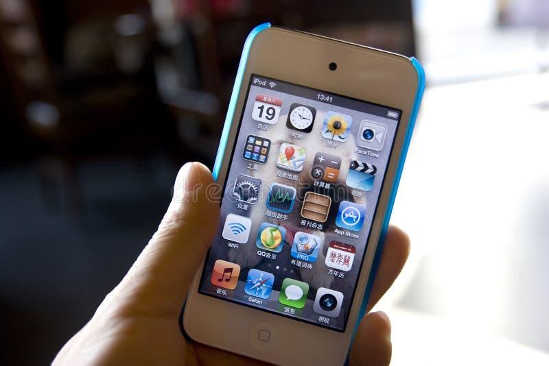 Ipod в руке Редакционное Фотография