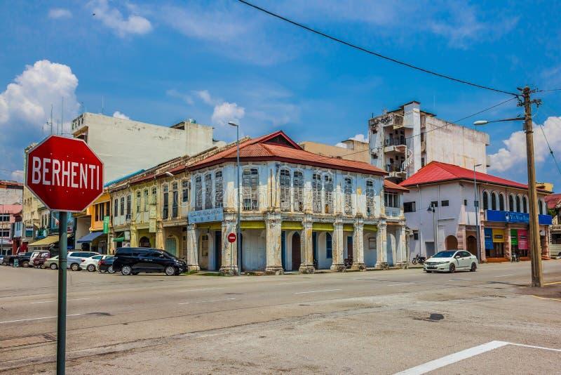 IPOH, MALÁSIA - 4 de março de 2019: Construção velha na estrada aberta foto de stock royalty free