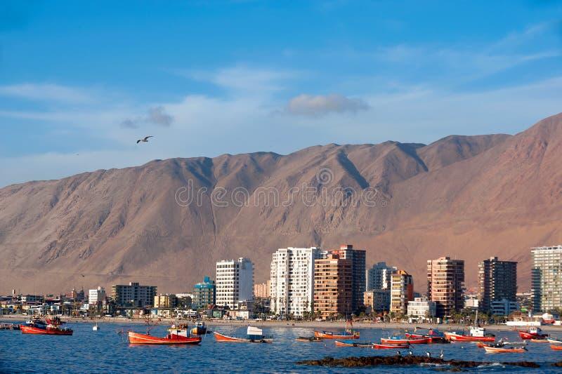 Iquique, Чили - красочные деревянные рыбацкие лодки стоковая фотография rf