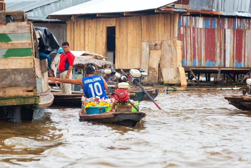 Iquitos, рынок Перу плавая стоковое изображение