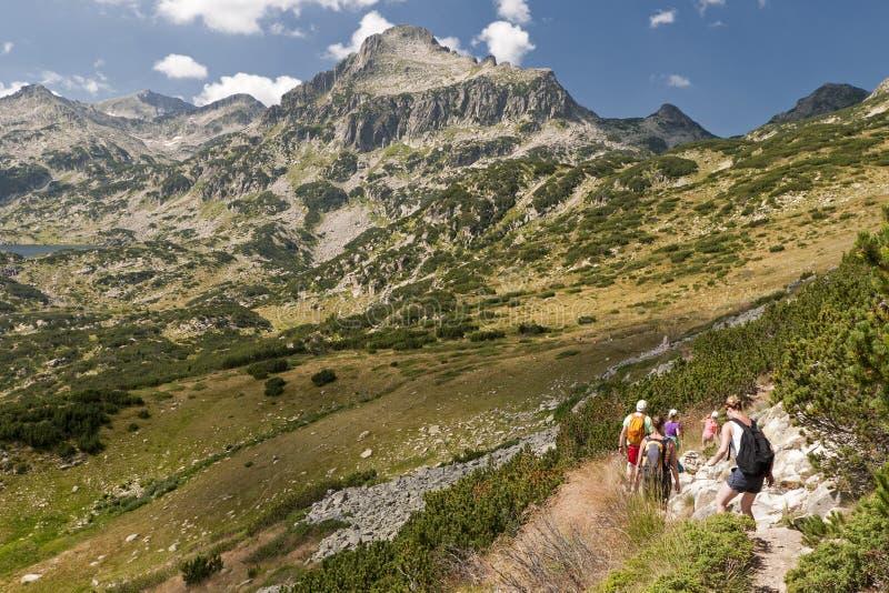 Ir de excursión las montañas de Pirin fotos de archivo