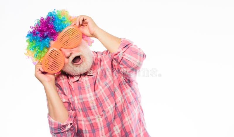Ir louco Feliz aniversario Partido incorporado Feriado do anivers?rio Homem louco no humor brincalhão Homem feliz com barba fotografia de stock royalty free