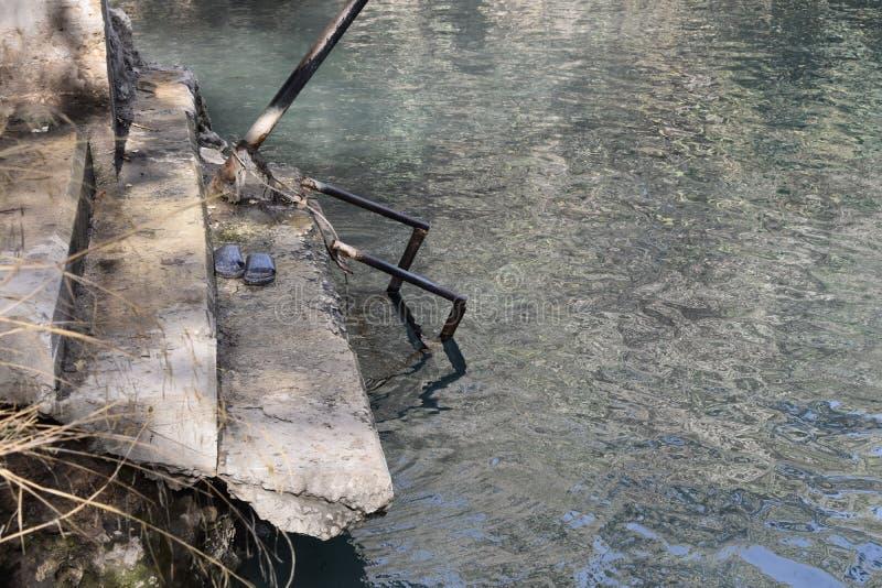 Ir para baixo à água fotos de stock