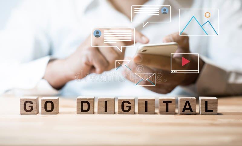 Ir para conceitos digitais e online nova tendência com a rede social interrupção da atividade imagem de stock royalty free