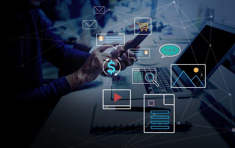 Ir para conceitos digitais e online nova tendência com a rede social interrupção da atividade fotos de stock royalty free