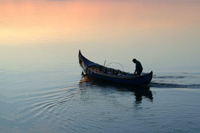 Download Ir pescar imagem de stock. Imagem de praia, marinho, ripples - 526149