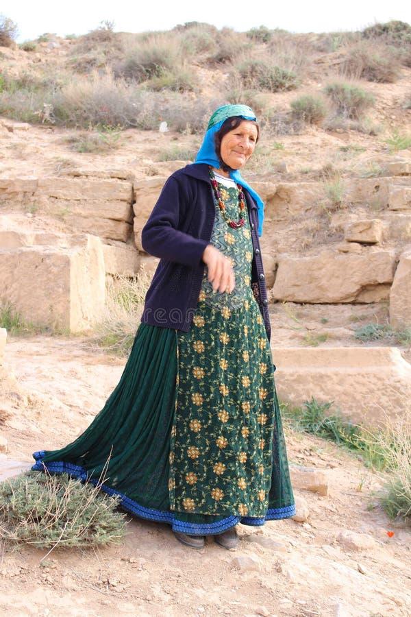 Irańska kobieta z typowym kostiumem obraz royalty free