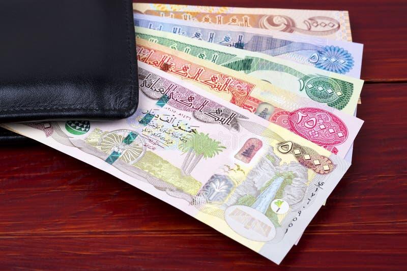 Iraaks geld in de zwarte portemonnee stock foto's