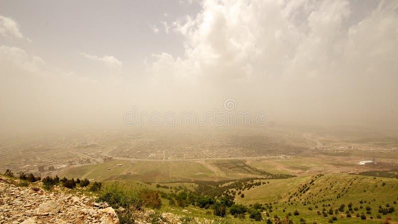 Iraakse bergen in het autonome gebied van Koerdistan dichtbij Iran stock foto