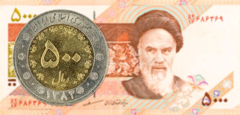 Iraans rial 500 muntstuk tegen Iraanse rial 5000 notaobvers stock afbeelding