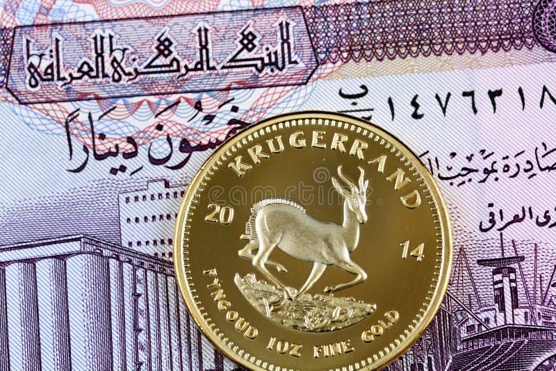 Irakier femtio dinar anmärkning med en guld- söder - afrikansk krugerrand royaltyfri foto