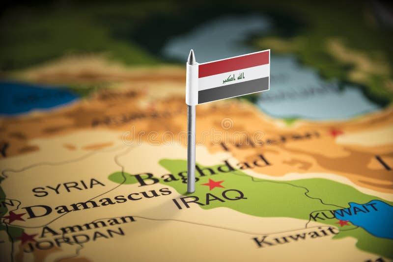 Irakiern markerade med en flagga på översikten royaltyfri fotografi