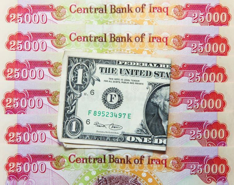 Irakiska dinar och amerikansk dollar royaltyfri foto