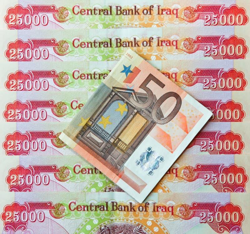 Irakiska dinar och anmärkning för euro femtio royaltyfria bilder