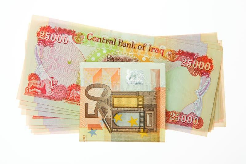 Irakiska dinar och anmärkning för euro femtio fotografering för bildbyråer