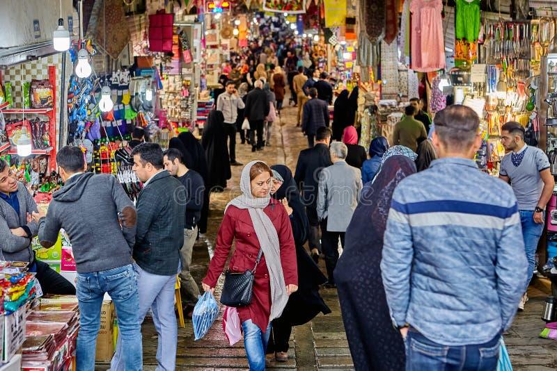 Iranianos no bazar grande, Tehran, Irã fotografia de stock