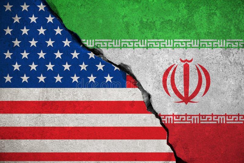 Iransk flagga på den brutna väggen och halva USA Förenta staterna av americ arkivfoto
