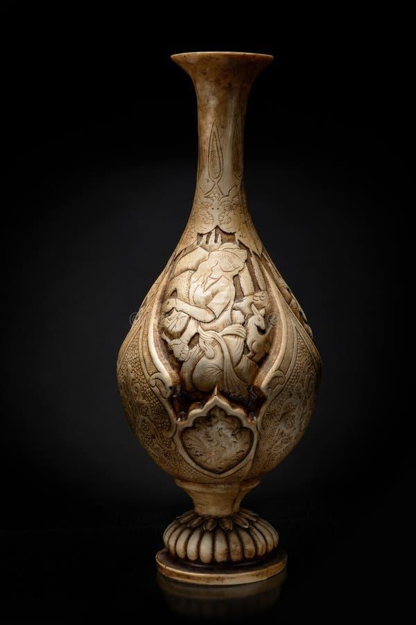Iransk keramisk vas med modellen royaltyfria bilder