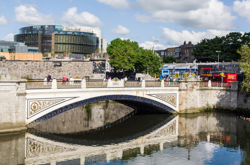 Ireland. Dublin. Sean Heuston Bridge, on the River Liffey. In the background is the modern building of The Criminal Courts of Justice stock photography