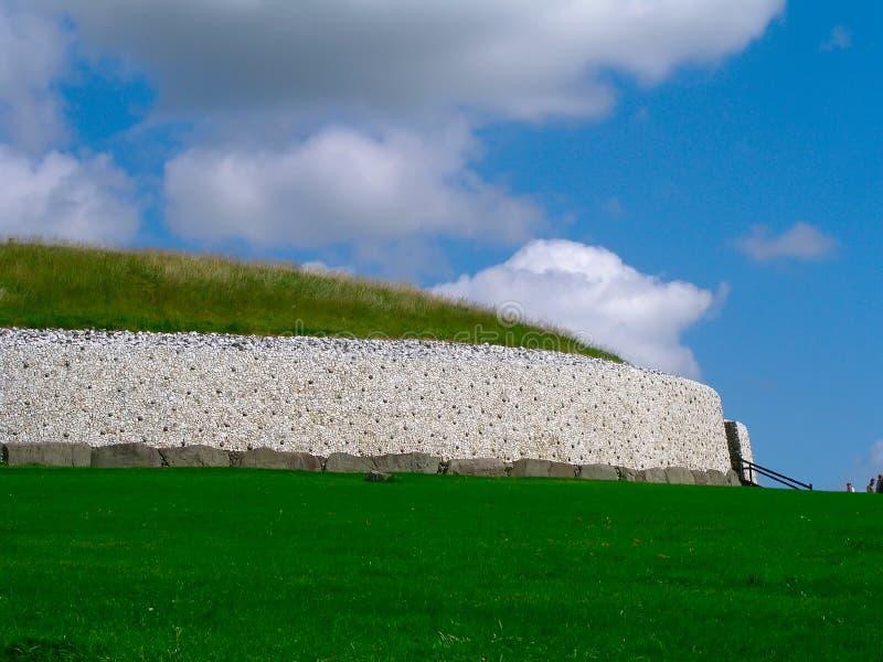 ireland newgrange royaltyfri foto