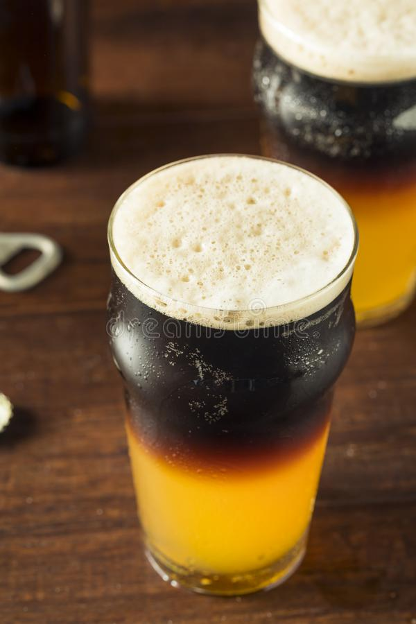 Iren überlagertes Schwarzes und Tan Beer stockbilder