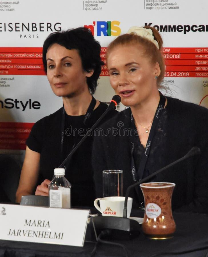 Irina Apeximova, Maria Jarvenhelmi à la presse-conférence photos stock