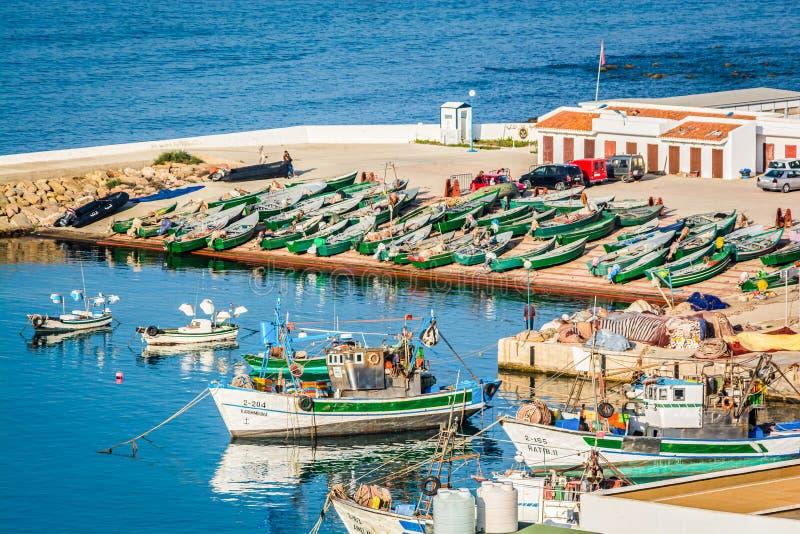 Iris de Cala, Maroc - 18 octobre 2013 Baie dans la côte marocaine de la mer Méditerranée photographie stock libre de droits