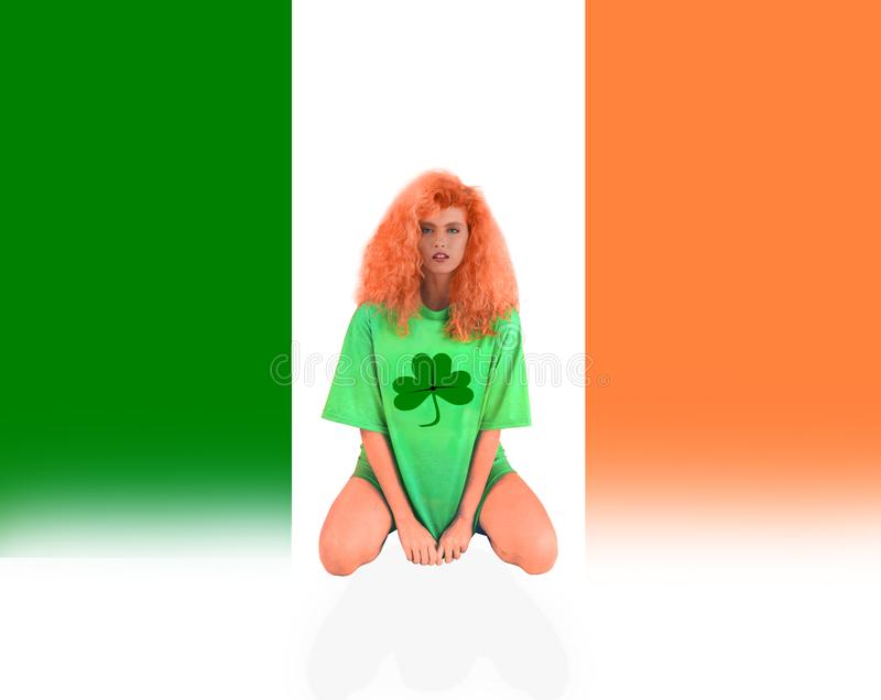 IRISH GIRL FLAG WITH CLOVER para el día de St Patrick. IRISH GIRL FLAG WITH CLOVER for St. Patrick`s Day A shamrock is a young sprig, used as a symbol of royalty free stock photos