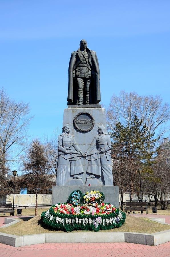 Irkutsk, Rosja, Kwiecień, 19 2015: Zabytek Admiral Kolchak na kwadracie blisko Znamensky monasteru w Irkutsk obraz stock