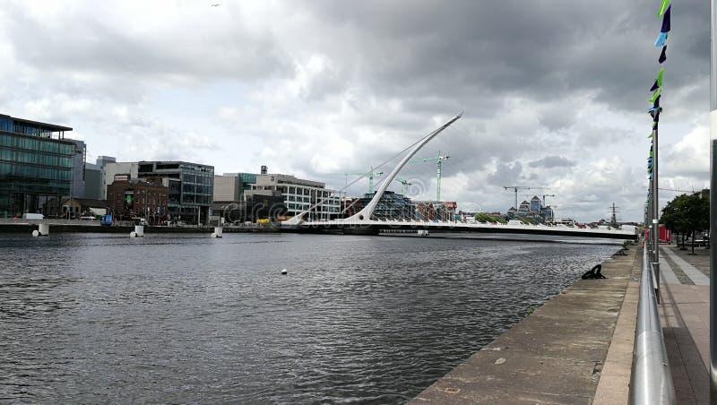 Irländsk broblakflod dublin royaltyfri fotografi