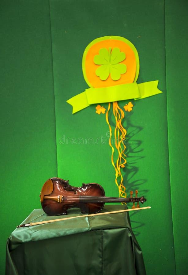 Irländsk lurendrejeri eller fiol på festivalen av Irland i Rome Italien royaltyfri fotografi
