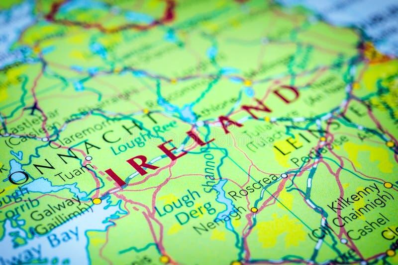 Irland auf einer Karte lizenzfreies stockbild